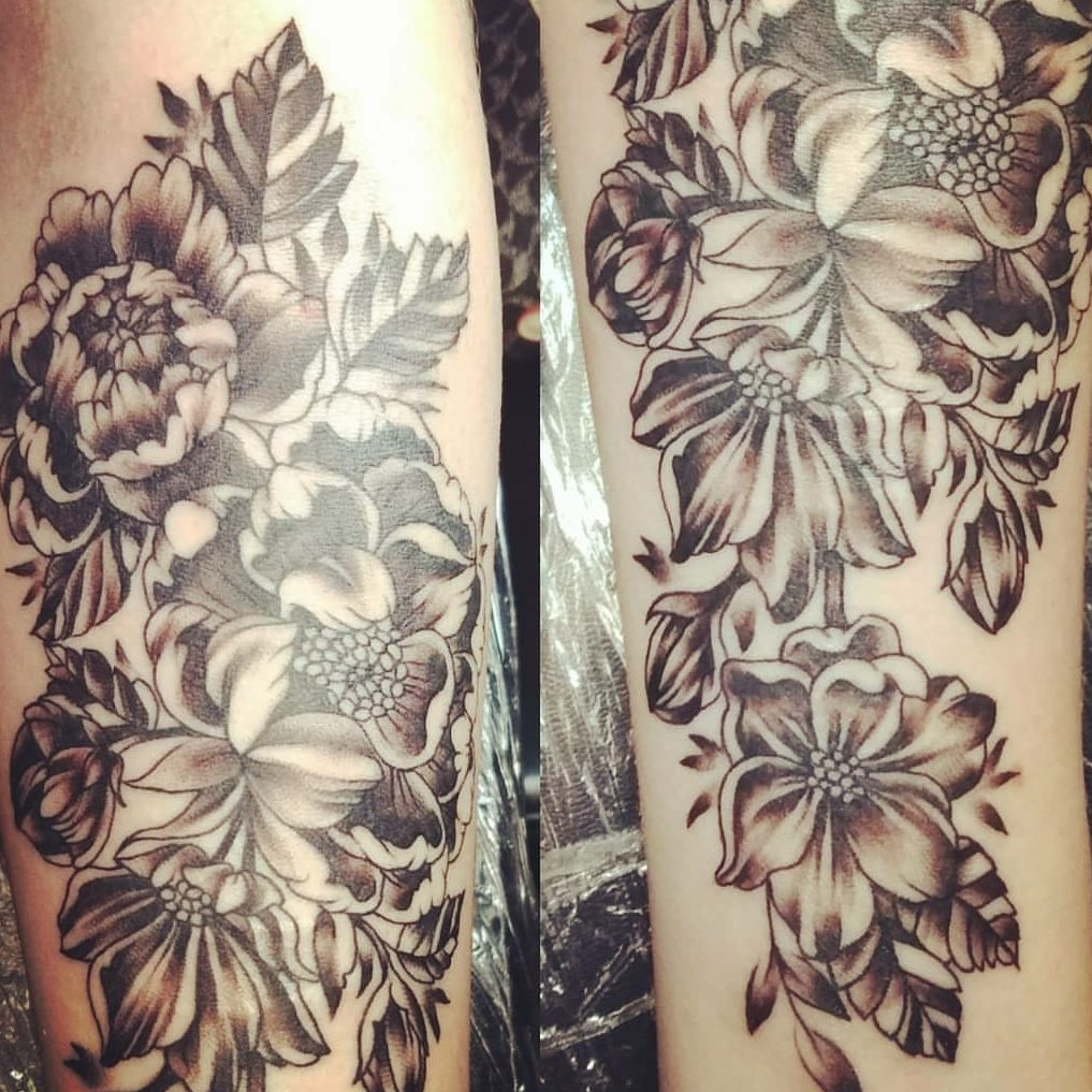 Tattoo of flowers